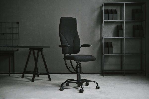 Pisarniški stol Navigator v črni barvi