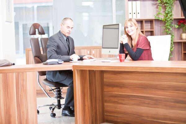 Sestanek na pisarniških stolih