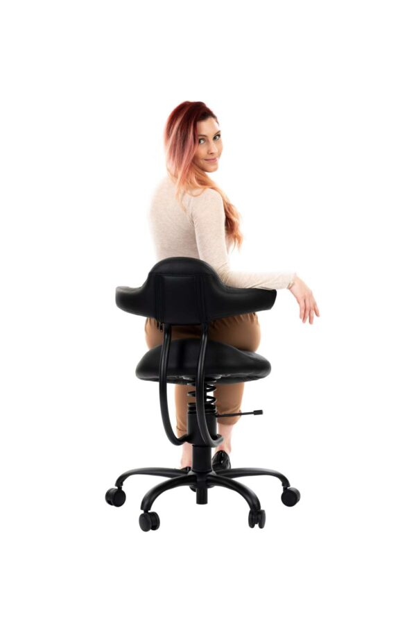 Punca sedi na pisarniškem stolu Explorer posnetek od zadaj