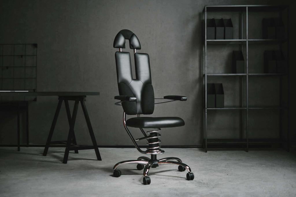 Pisarniški stol pilot v črni barvi