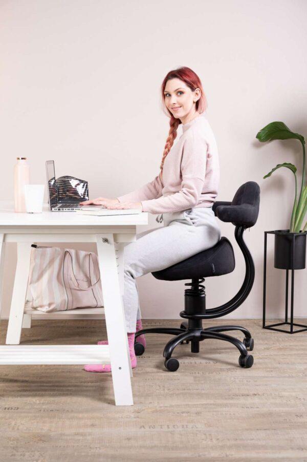 Punca sedi pisarniškem stolu Rodeo za pisalno mizo